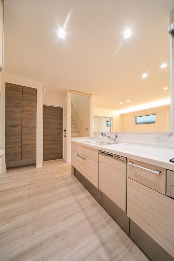 M様邸は『玄関ホール→キッチン→洗面室』と家事動線に配慮した動線計画としました