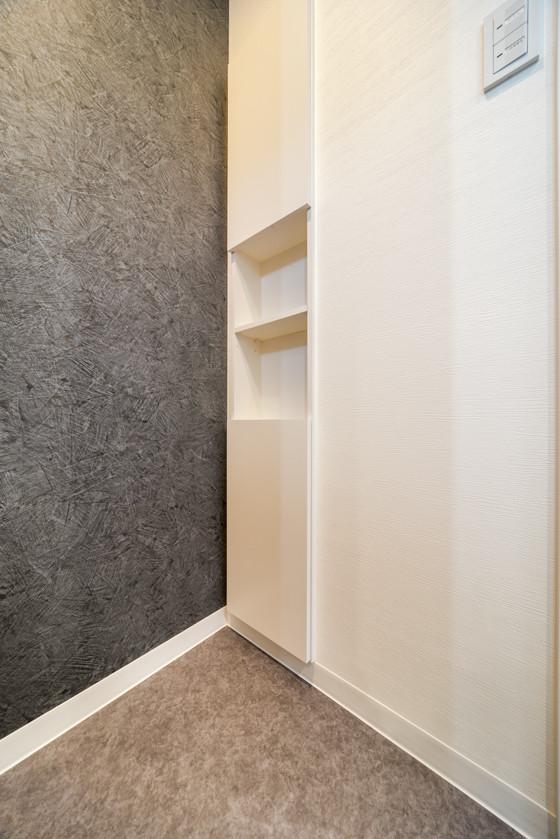 トイレの収納ボックスは「南海プライウッドのサニタ」。壁面埋め込み収納でスッキリ~