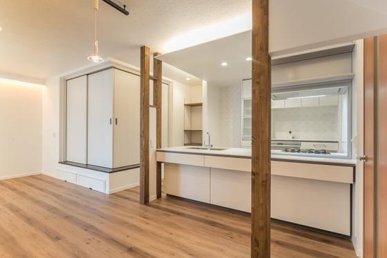 キッチンの左手に見えますのが和室になります