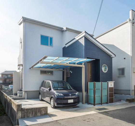 片流れと段違い屋根を組み合わせたシンプルモダンの外観