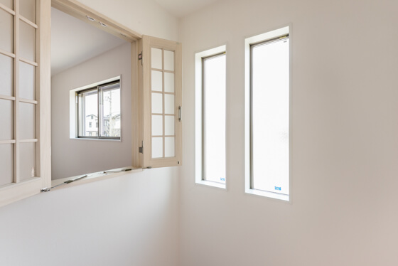 吹き抜けの室内窓はラフォレスタ