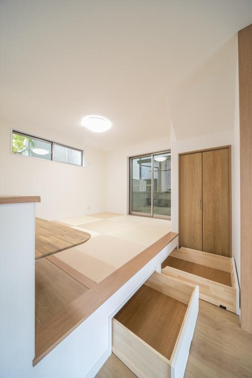 和室コーナーの床を上げ、収納を確保