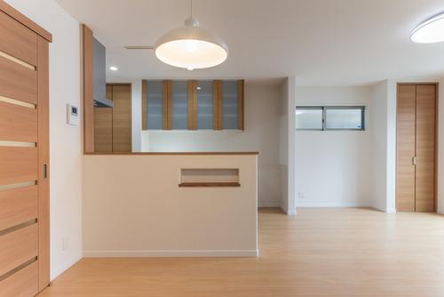 内装の建具とキッチンはLIXIL