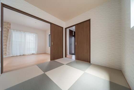 和室は、来客時にも対応できるよう玄関ホールから出入りできるように計画しました