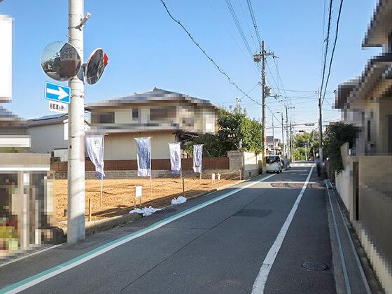 こちらに行けば、関西スーパーやコノミヤ、枚方市立殿山第二小学校、大阪歯科大学などがあります。