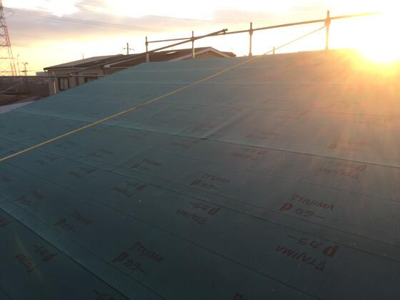 最後は屋根業者さんにバトンタッチルーフィングの施工が終わりました