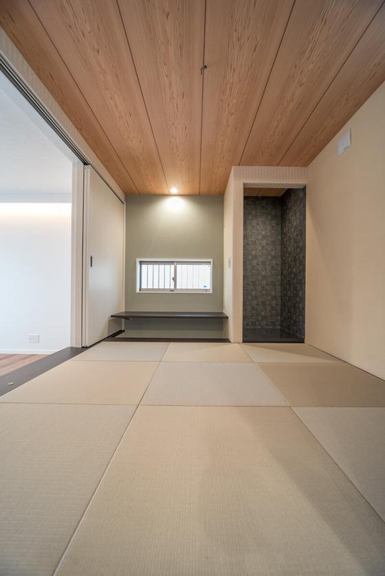 右側はU様ご持参の伝統工芸品を置く床の間になります