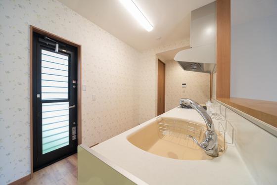 トクラスのキッチンに「タカギの浄水栓、グース」をセット。ハンドルの形状がユニークで、クラシカルなデザインです