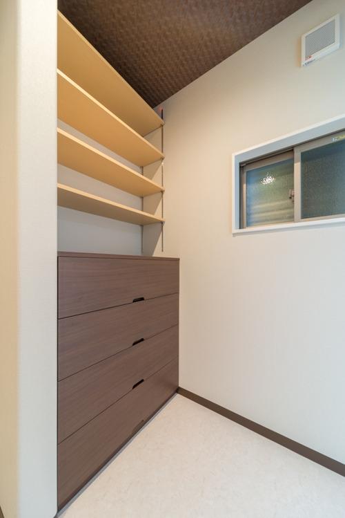 脱衣スペースに特注家具