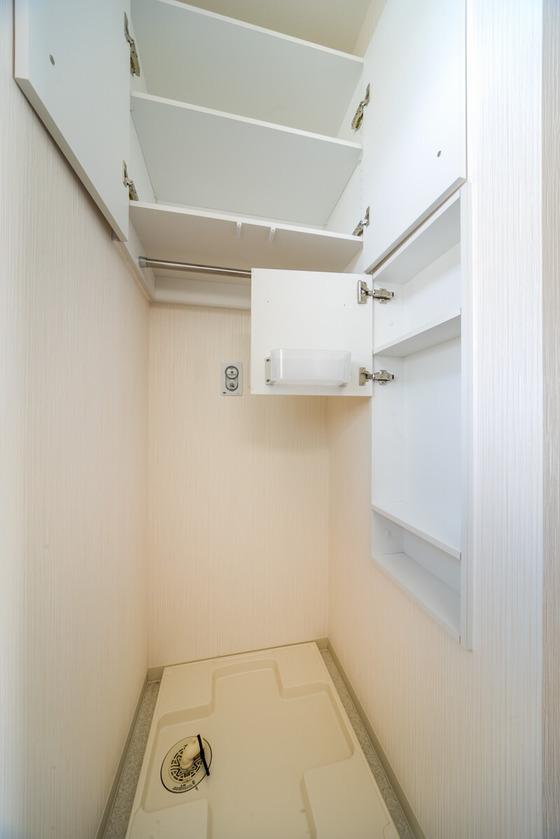 洗濯機の高さと扉の高さが干渉しないように配置決め