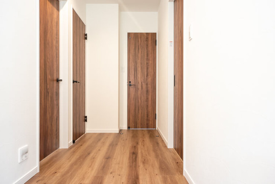 3部屋への扉と、トイレの扉へのアクセススペースを利用して約4.5帖の空間をとりました