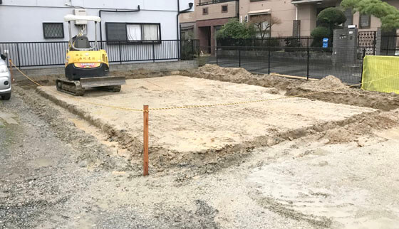 建物の外周を堀り、基礎の下地造りとなる「掘り方」からスタート
