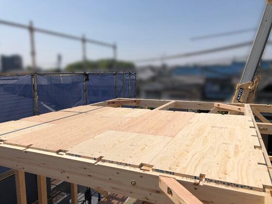 こちらは2階の小屋梁に張られた剛床0