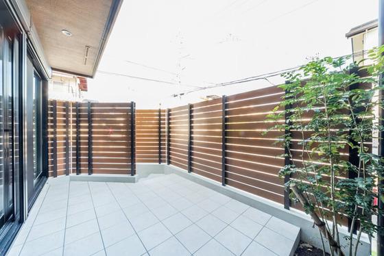 住宅地に建つ、プライベートコートのあるH様邸。癒しのプライベート空間に仕上がりました