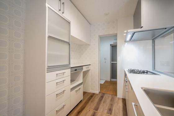 キッチンから洗面所に直接移動できる家事動線