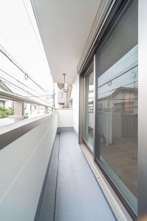 バルコニーは建築基準法内で出来る限りのスペースを確保