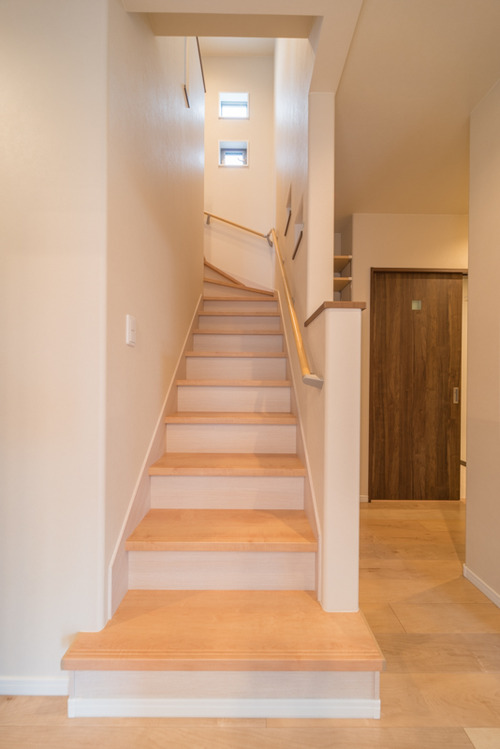 階段はリビングドアの近くに