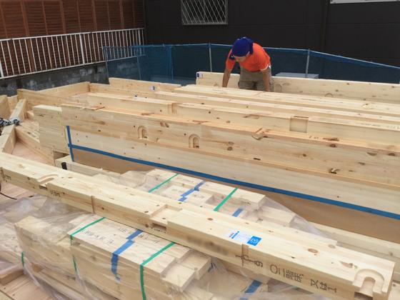 床下断熱材や1階の床施工、土台敷きが終わったところです