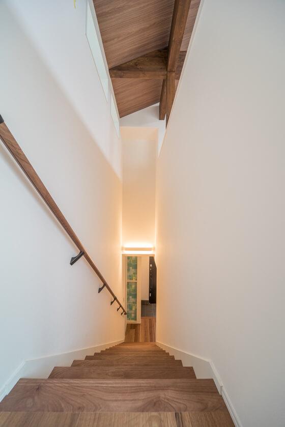 15段上がりきりの設定、一般的な階段の高さよりも1段が低く緩やかなんです。