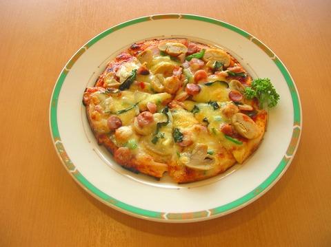 24 ミックスピザ 600円