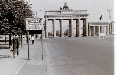 1959年9月8日のブランデンブルク門前