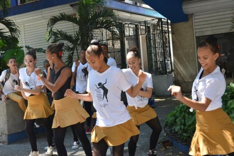 中学生の踊り