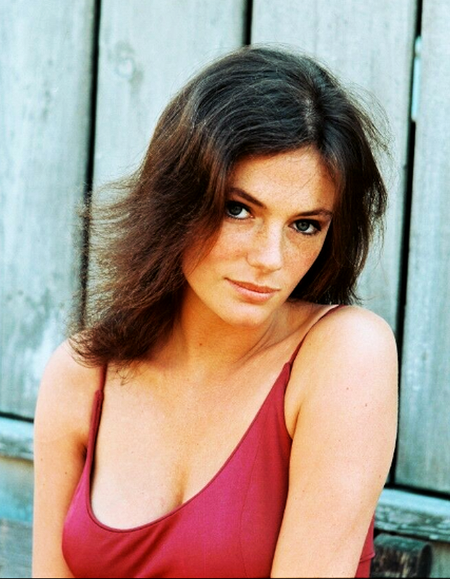 Jacqueline Bisset-Pug (8)