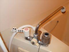 浴室の蛇口ハンドルをレバー型に交換1