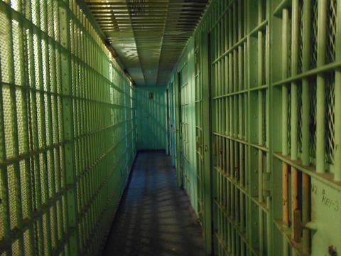 jail-cells-429638_1920