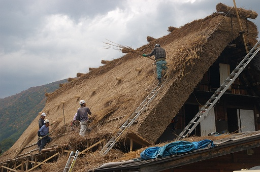 民宿の屋根作り