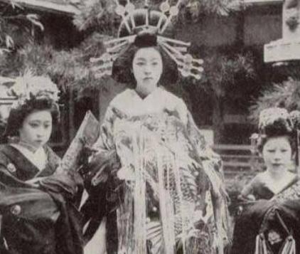 【画像】花魁の写真が大量に発見される 100年以上前
