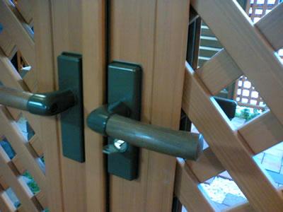 木粉入樹脂門扉