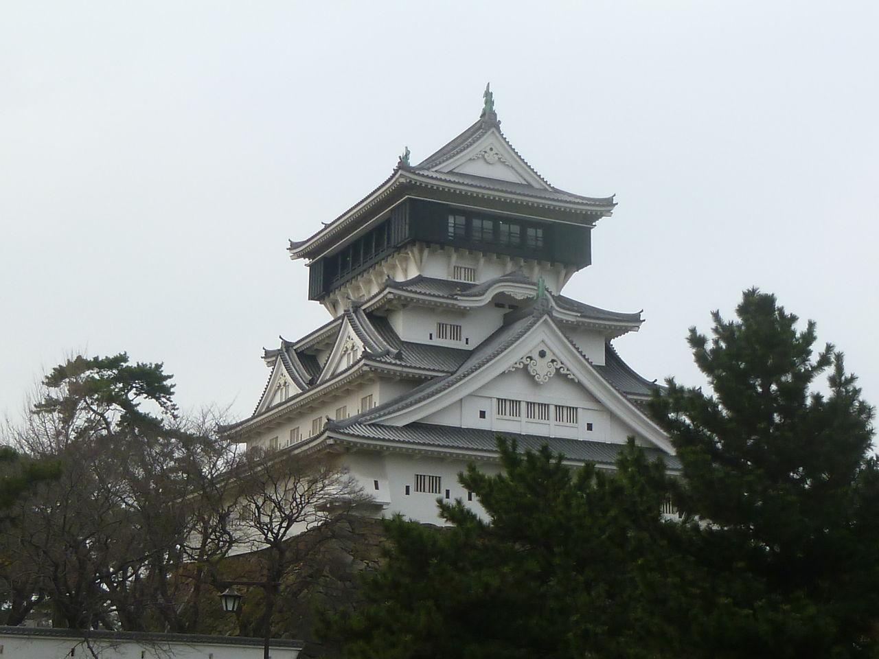 小倉城は、戦国時代(1569年)に中国の毛利氏によって現在の地に建てら... 初詣  「小倉八坂