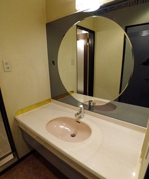 ラブホテル改装アパート洗面台