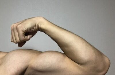 ワイ(彼氏)「友達すげ~筋肉でさ~w」 彼女「へ~!私の彼氏も筋肉凄いよ!」 ワイ「・・・え?」 彼女「あっ・・・」