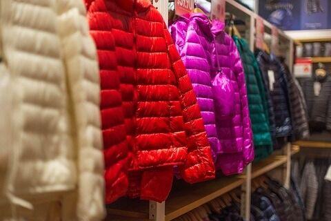 【驚愕】モンクレールさん、「ダウンジャケットはダサいおっさんが着るもの」という概念を覆す画期的ダウンを発表wwwwwwww(画像あり)