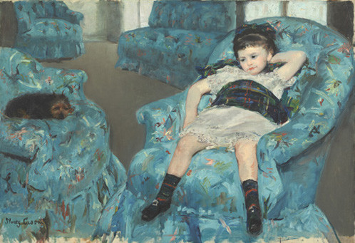 メアリー・カサット《青いひじ掛け椅子に座る少女》