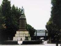 靖国神社に立つ 大村益次郎像