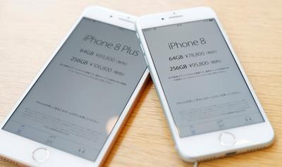 「iPhone8」発売、アジアで低調 「X」前に買い控え