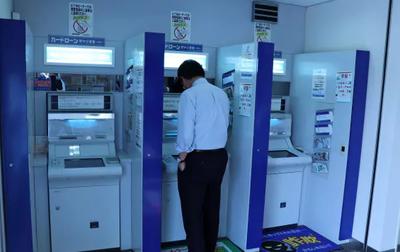 銀行ATM、世界で減少 キャッシュレス決済普及