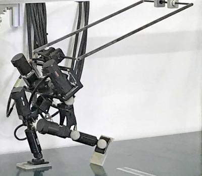 東大、速く走れる2足ロボット開発