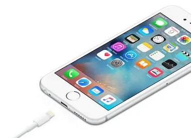 Apple、Lightning端子を廃止へ