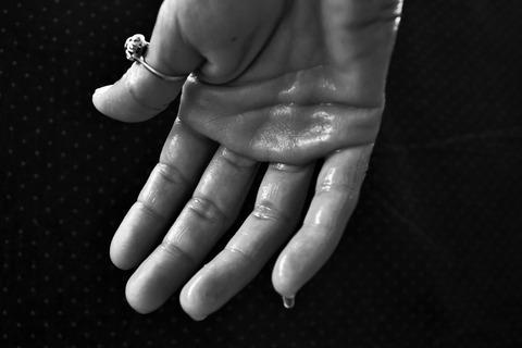 hand-1502242_1920