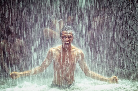man-under-waterfall-2150164_1920