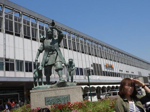四国 006岡山駅前広場桃太郎像