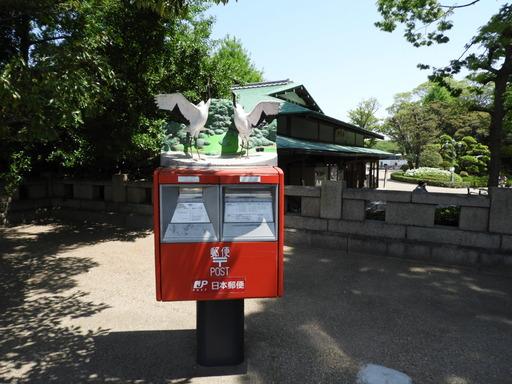 四国 010郵便ポスト上ツル