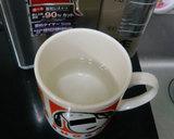 マグカップに熱湯を