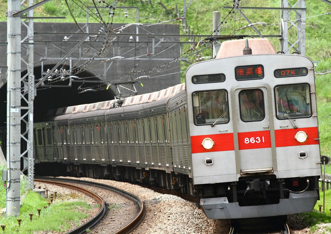 東急8500系の赤帯張り替え : 銀...