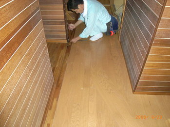 妹さんの家の床