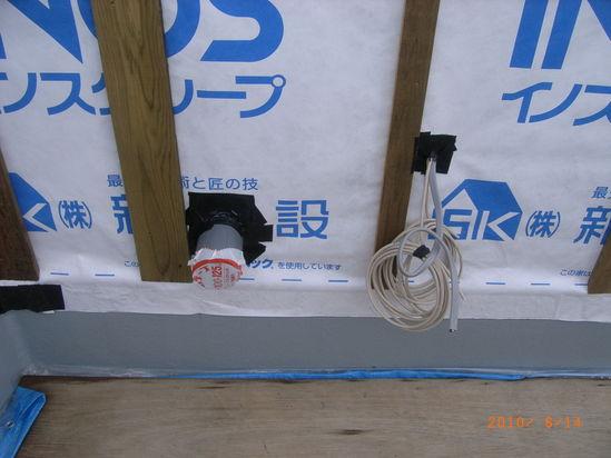 設備配管の建物からの出口
